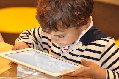 La tablette pour occuper son enfant